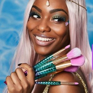 🌺BNWOT minutes to mermaid🧜🏻‍♀️ makeup brush set